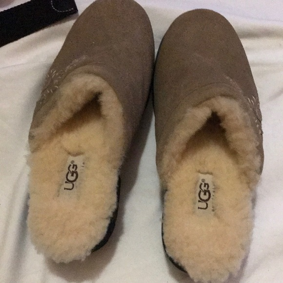 d8003bc6953 😍🌺NWOT UGG slippers /m🌺😍